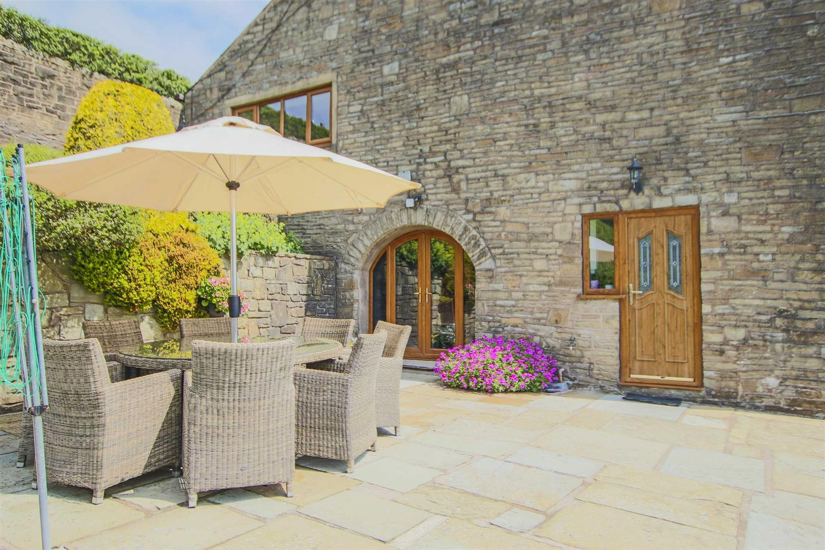 4 Bedroom Barn Conversion For Sale - p033135_23.jpg